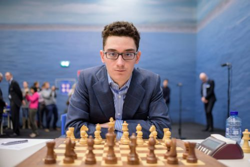 لاعب الشطرنج فابيانو كاراوانا من إيطاليا.